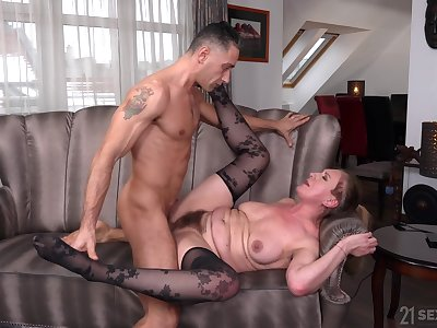 Nephew pain in the neck fucks superannuated lady and cums on her hairy cunt