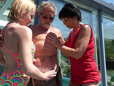 Darina and Ivana Kourilova share an aged man in the matter of obtain their kicks