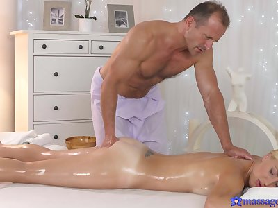 Older masseur grants this elegant woman the best fuck