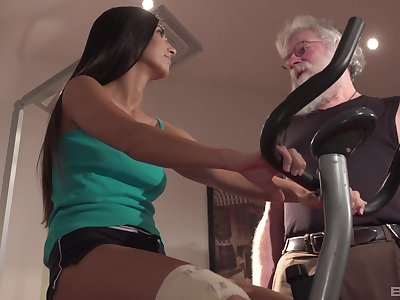 Super old dude 69's with together with fucks pulling brunette darling