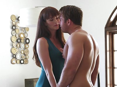 Thin MILF finds extensively how it feels to fuck 'til sapping