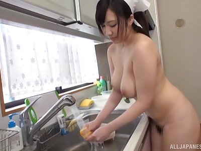 Solo wife Wakatsuki Mizuna loves cleaning the dishes naked