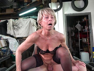 Mature hottie Stanislava gets say no to pussy pounded by a horny team up