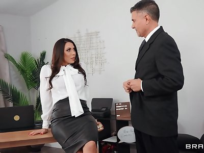 Slutty secretary Rachel Starr in sexy outfit gets fucked balls abysm