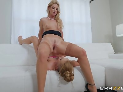 India Summer eating cunt with a sexy blonde lesbian