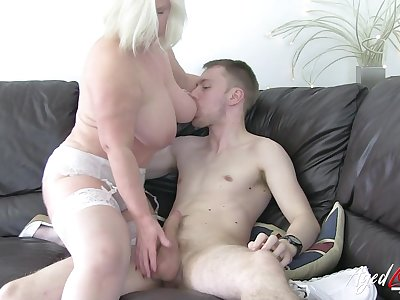 Lusty old lady gives a sexy blowjob