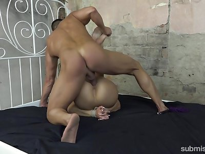 Muscular man treats say no to pussy on every side merciless strokes